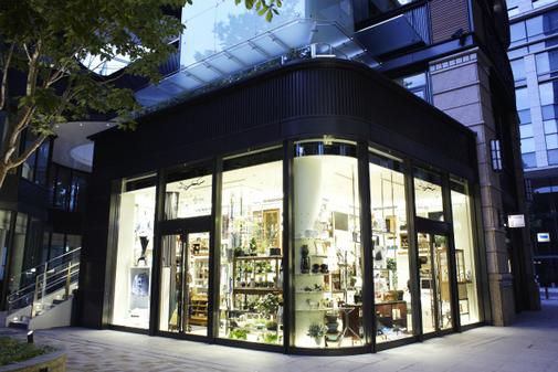 PASS THE BATON 丸の内店